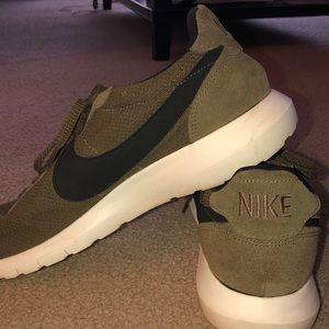 Men's Nike's Roshe